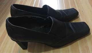 Pre love shoes Dubai brand