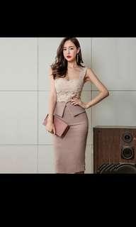 Dress girl summer 2018 new style one word shoulder dew back lace slim and slim open fork bag hip strap skirt tide