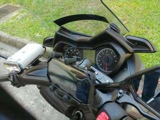 MWUPP Handphone mount installed on Yamaha Xmax 300