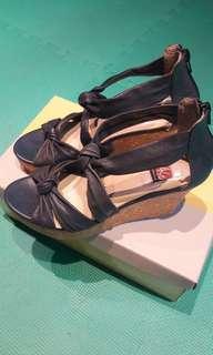 🚚 全新阿瘦皮鞋真皮涼鞋 比半價還便宜快快快