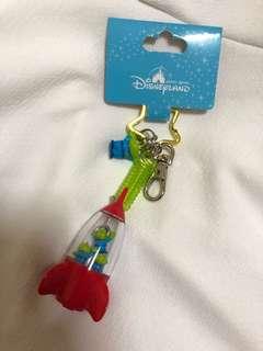 🚚 香港迪士尼購入 玩具總動員 三眼怪 火箭筒 吊飾