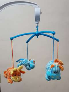 Baby Mobile wind-up music box + 4 hanging stuffed toys