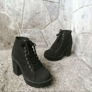 Divided by H&M chunky black boots