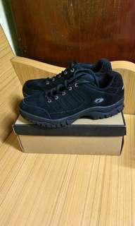 Addin運動鞋,8号碼,9成新,可以試穿,合適才買。