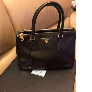 (寄賣品) 新淨 95%New PRADA 女裝袋  Galleria medium textured-leather tote 100% real (原價Org. Price: HKD17350 蝕讓:HKD10000)