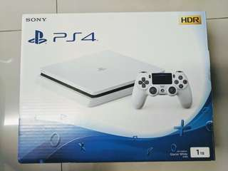 PS4 1TB WHITE COLOUR