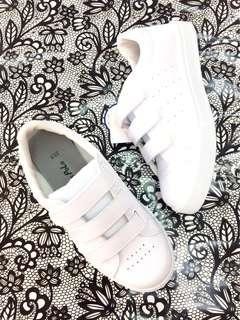 🚚 小白鞋(魔鬼氈設計)