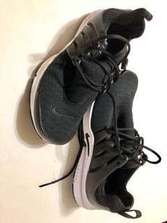 Nike black presto womens