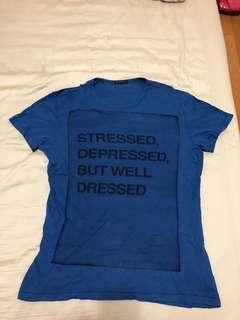 🚚 Sisley 男版圓領短袖T恤 字母T 深藍色 顯瘦