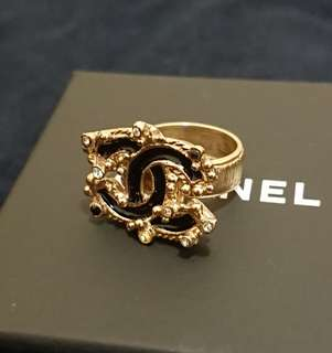 CHANEL Ring (gold colour, back and clear crystal) 戒指