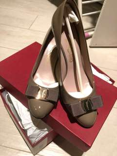 Ferragamo women's shoes size 7.5 7cm