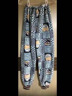 免運費❗️小小兵 藍色 刷毛 超質感 兒童 睡衣 睡褲 長褲 束褲腳 藍色 白色 卡通圖案 冷氣房 純棉 購於香港