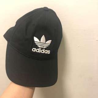 🚚 Adidas 黑色帽子