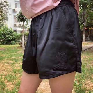 Stussy short pants in pink or blk