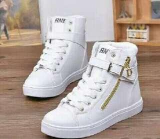 Sepatu wanita boots