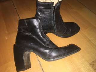 Heroes leather boots