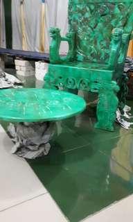 Meja dan kursi giok