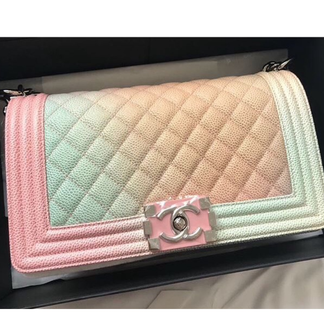 3ccd4e9702e0af Authentic Chanel boy medium 25 cm caviar rainbow shw, Luxury, Bags ...