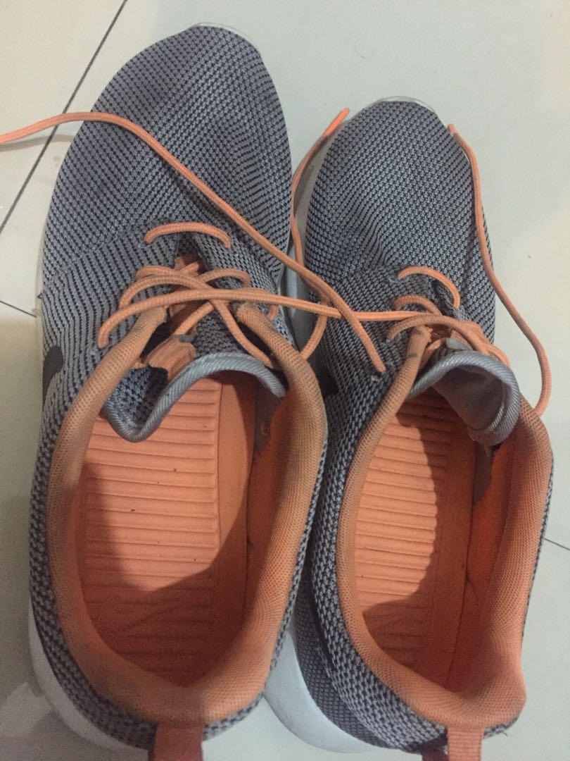 online store 62490 de2a2 Nike Roshe Run Wolf Grey Atomic Orange, Men's Fashion, Footwear on Carousell