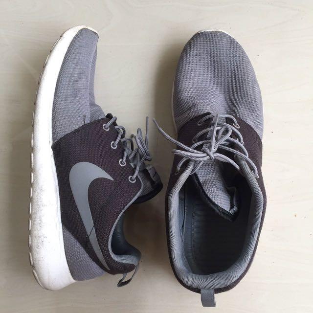 sports shoes d658a c3871 Nike rosherun grey black Original