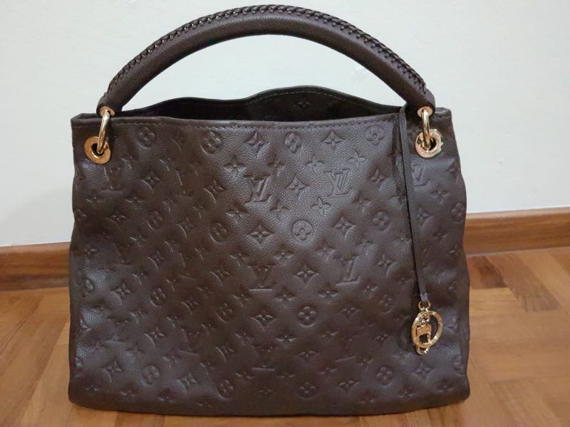 1ba3c2385125 Preloved Louis Vuitton Artsy MM