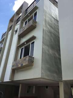 FOR SALE: 3 STOREY TOWNHOUSE IN QC (Near SM North)
