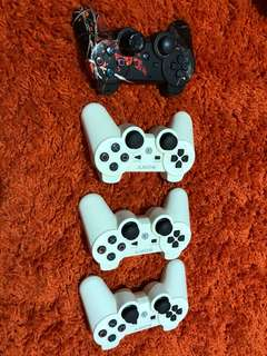 PS3 Controllers x4, including a casing