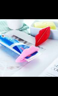 Lips Shaped Toothpaste Squeezer Dispenser