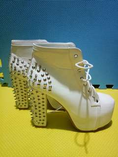 White Heeled Boots with Stud