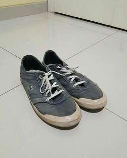 Sepatu lacoste ori