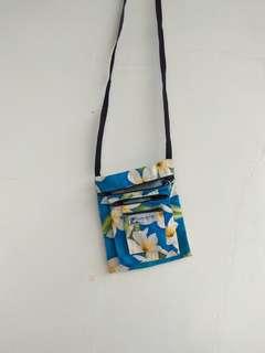 Vintage Hawaiian sling bag
