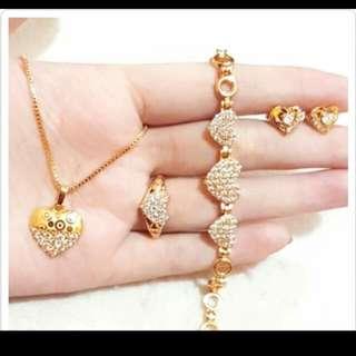 Set perhiasan love