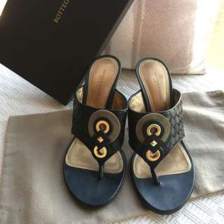 "Bottega Veneta BV  Signature ""intrecciato"" leather mules sandals shoes *Size 37-1/2 Bottega Veneta BV  Signature ""intrecciato"" leather mules sandals shoes **Made in Italy **Size 37-1/2"