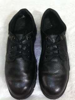 Sepatu safety World Cruiser