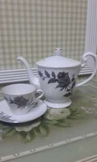 Teapot Aladdin, Cup and Saucer - Ros Hitam