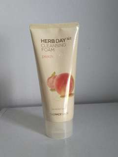 Herb Day 365 Peach Cleansing Foam