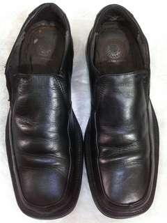 Sepatu kulit pantofel Hush puppies
