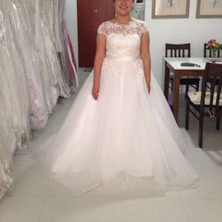 Size 16 2nd Hand Bridal Gown For Sale.