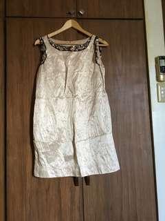Beige mini dress with stone
