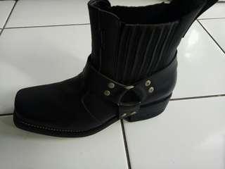 Sepatu Jungle