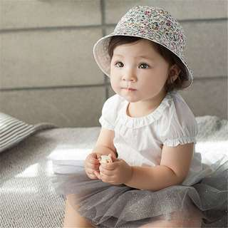 🚚 Instock - white reversible hat, baby infant toddler girl children cute glad 123456789 lalalalala so pretty