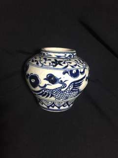 Yuen dynasty Blue n White small jar decorated with Phoenix. 15cm high. Authentic Yuen artwork Special offer to collectirs