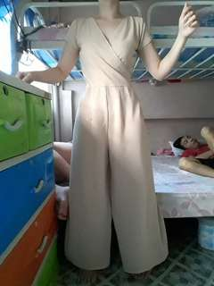 Nude v-neck jumpsuit (BRANDED CHILL)