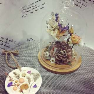 Glass Cover With Dry Flower Arrangement Design(ONLY ONE WITH FREE GIFT)