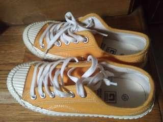 🚚 土黃餅乾鞋