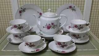 Teapot Set Victorian Roses