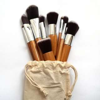 Kuas Make Up atau Brush