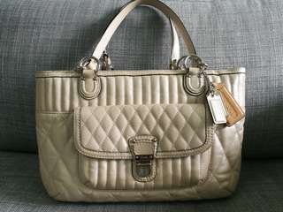 Coach Handbag in Shiny Pearl