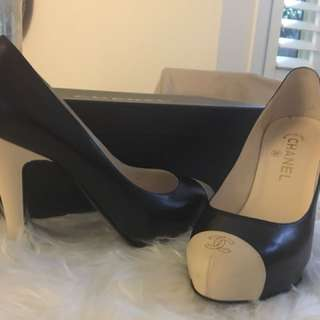 CHANEL PUMP SHOES BLACK WITH WHITE TIP TOE