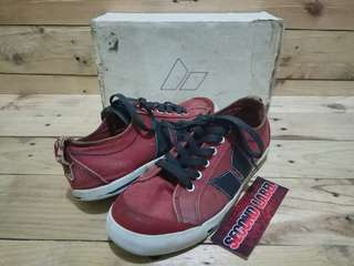 Macbeth Eliot Muted Red/Ensign